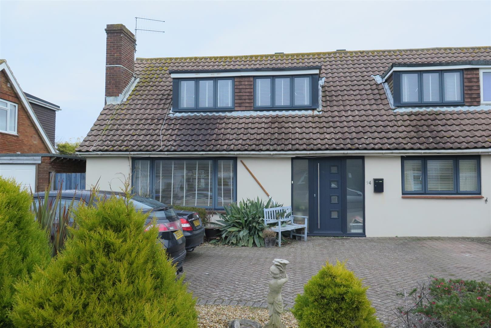 5 Bedrooms Chalet House for sale in Beach Green, Shoreham-By-Sea